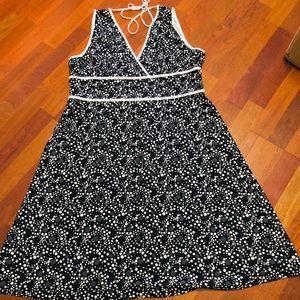 Women's 18/20 V-neck dress
